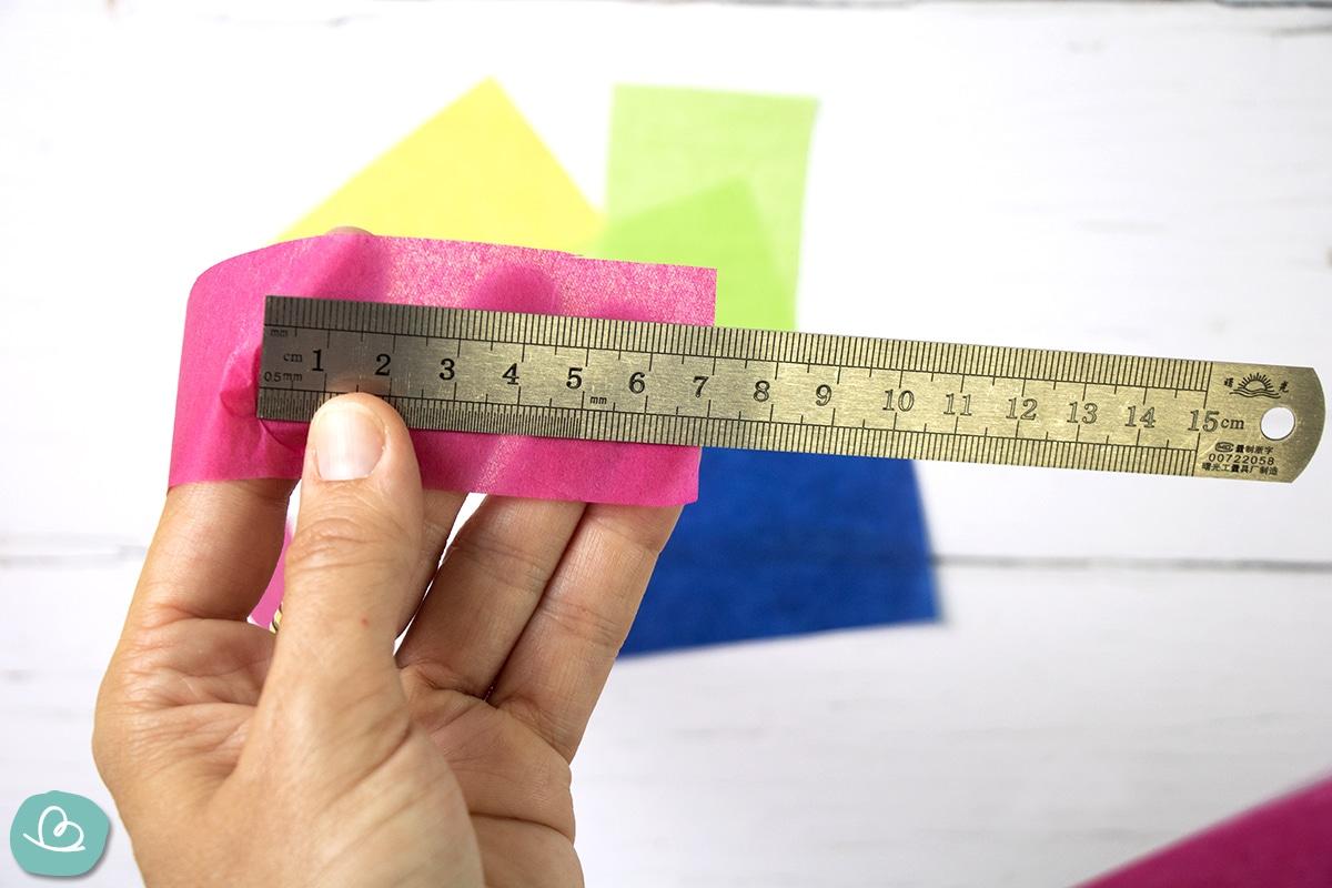 Tranzparentpapier abmessen.