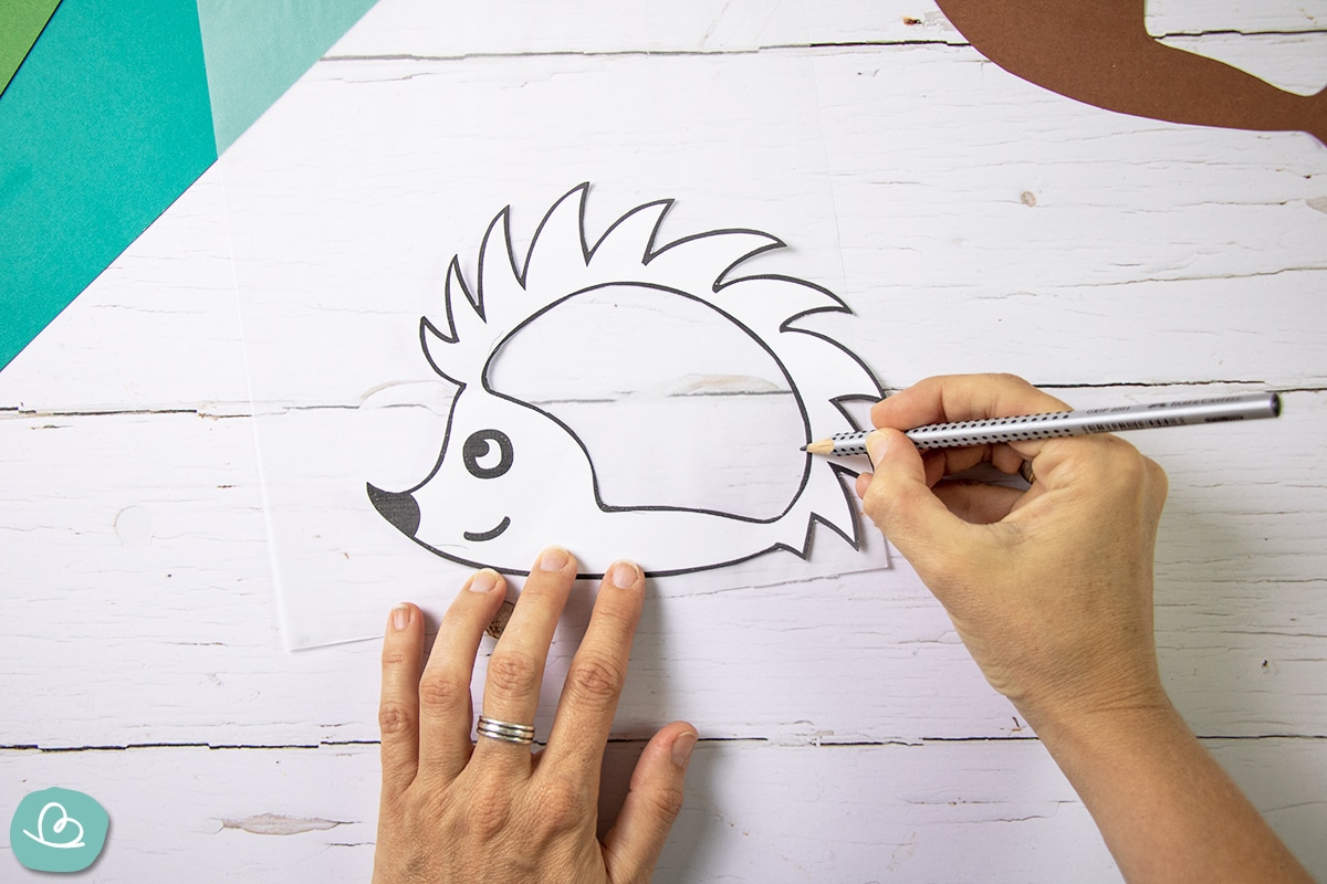 Vorlage mit einem Bleistift übertragen.