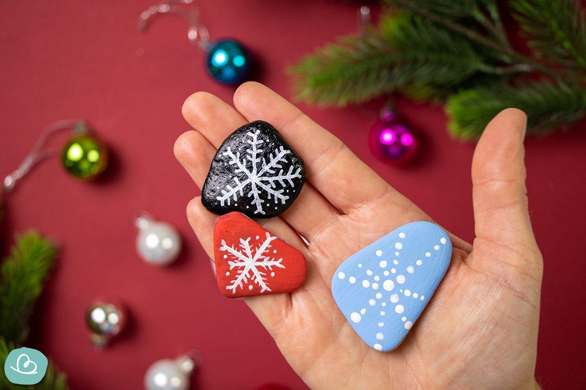 Steine bemalen ans Weihnachten