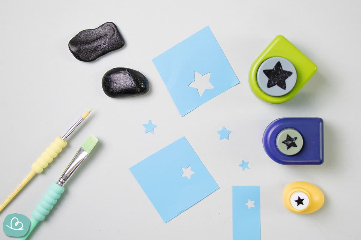 Sterne aus Papier ausstanzen