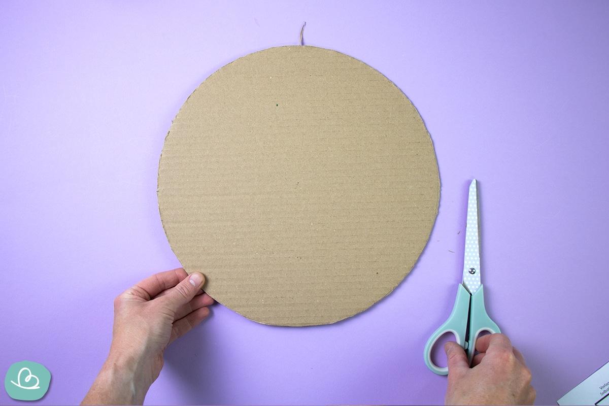 Runder Kreis aus Pappe.
